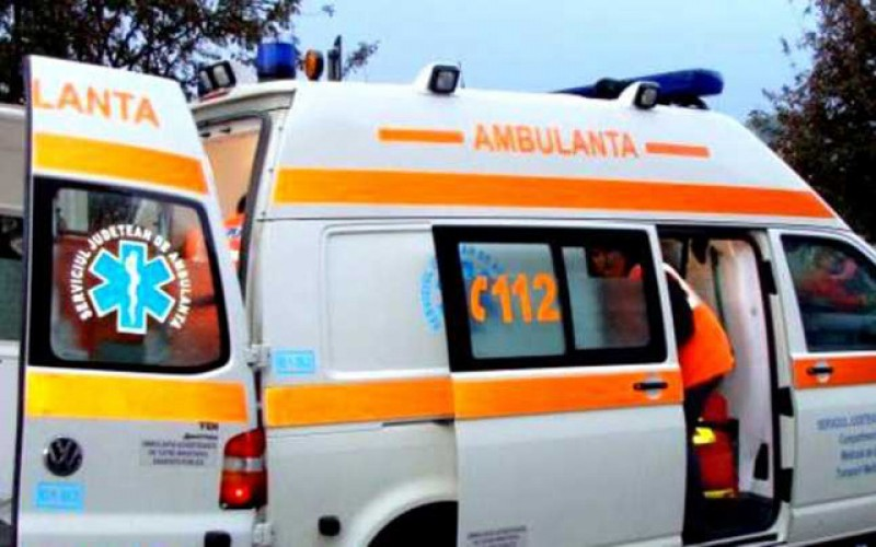 Băiețel de trei ani dus de urgență la spital după ce a fost călcat de un cal peste față