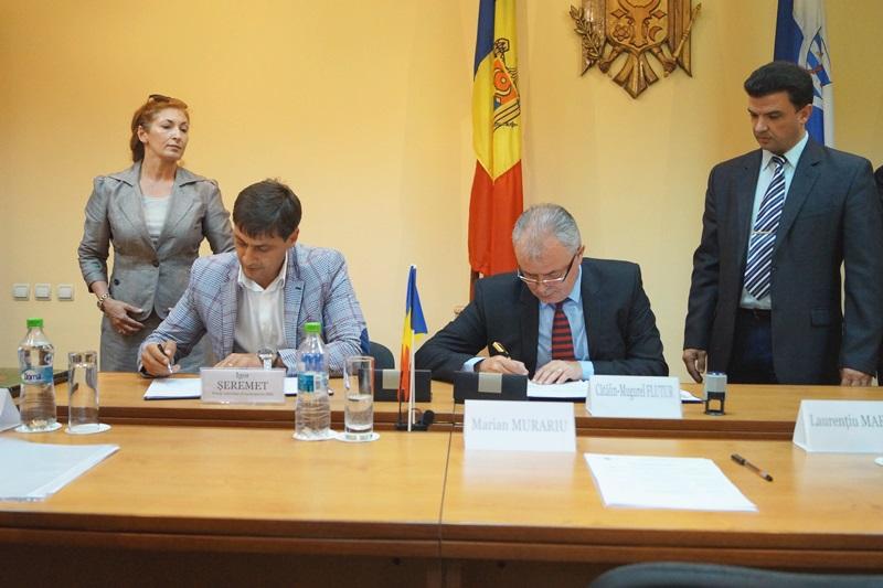 Acord semnat între Primăria Botoşani şi Primăria Bălţi pentru atragerea de fonduri europene - FOTO