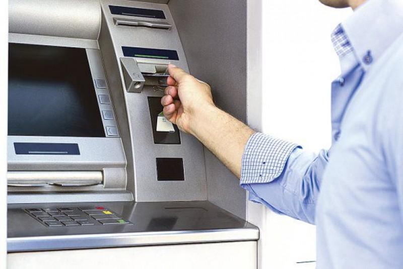 Băncile obligate să elimine mai multe comisioane pentru anumiţi clienţi