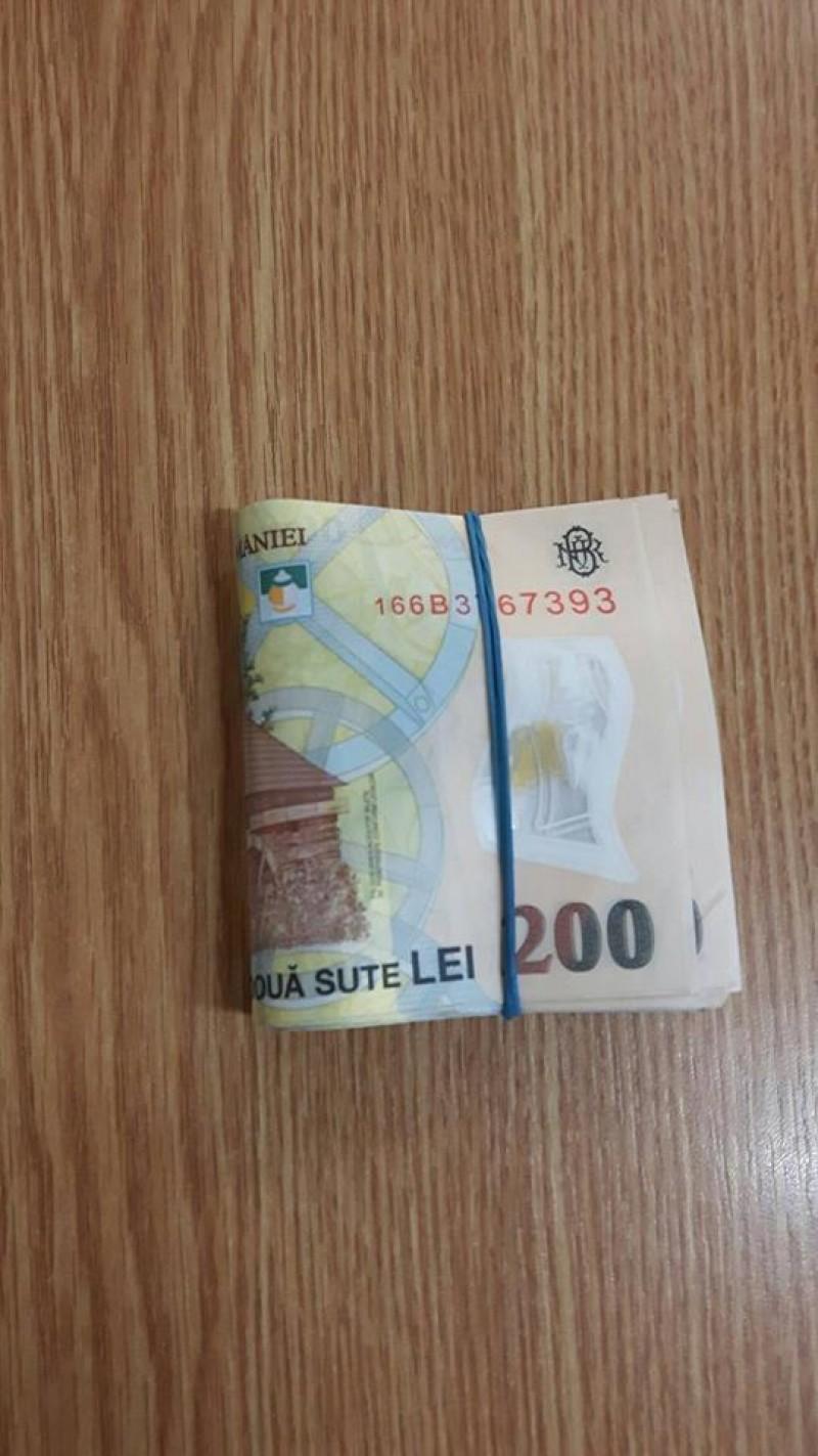 Banii găsiţi pe o stradă din Botoşani, returnaţi proprietarului