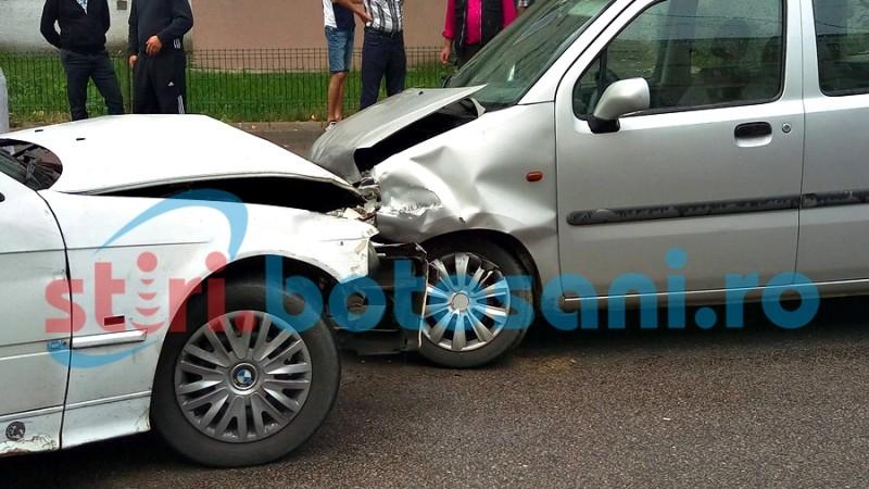 Bărbat aflat în comă la spital, după ce i s-a făcut rău la volan și s-a izbit într-o mașină!