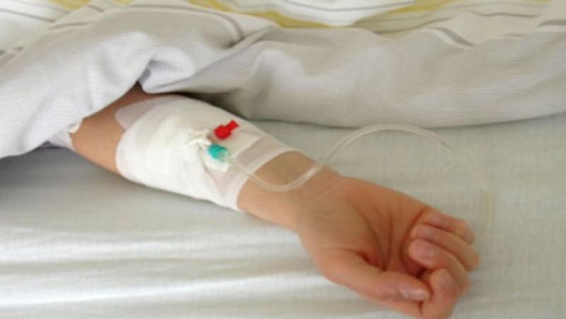 Bărbat ajuns în stare gravă la spital după ce a căzut de la înălţime.