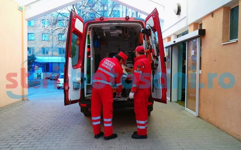 Bărbat ajuns la spital după ce a căzut de trei ori de la înălţime!