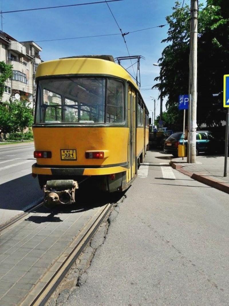 Bărbat ajuns la spital după ce a leşinat în tramvai!