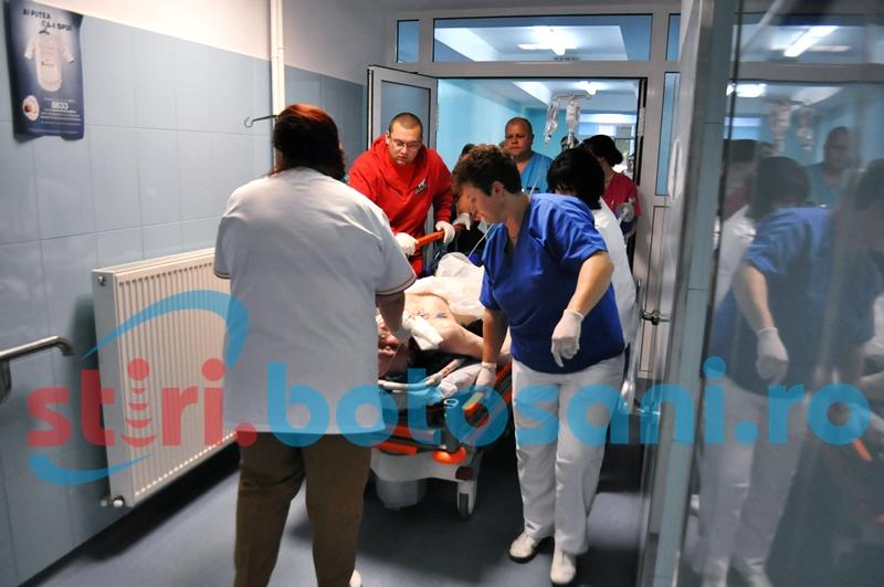 Bărbat ajuns la spital după ce i-a luat foc plapuma cu care se învelise