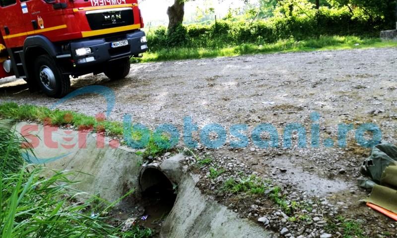 Barbat blocat intr-un tub ce trece pe sub o strada din Corni! FOTO