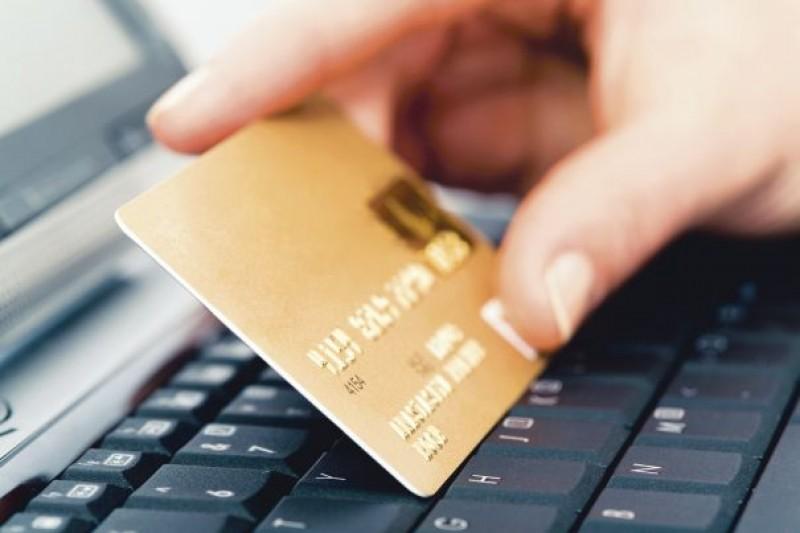 Bărbat condamnat după ce a făcut cumpărături de pe cardul şefului său