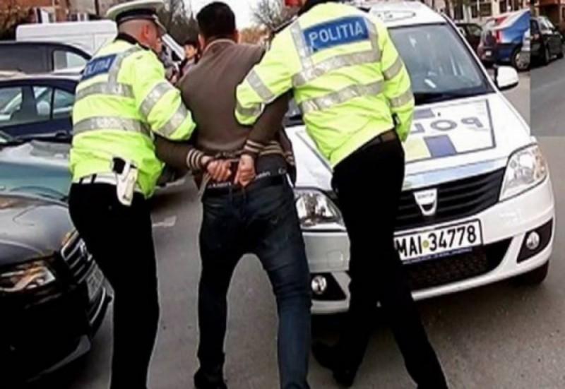 Bărbat din Botoșani arestat în Iași. Din mers pe bicicletă, a smuls două telefoane ale unor tinere