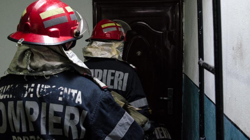 Bărbat găsit fără suflare în apartament, după un apel la 112
