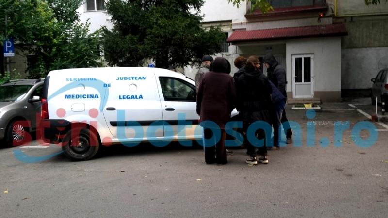 Bărbat găsit fără viață în boxa unui bloc din Botoșani!