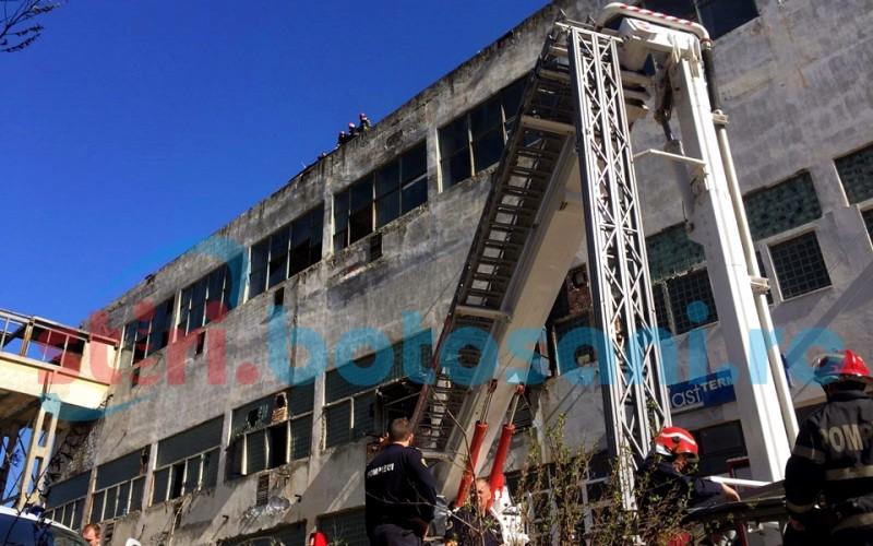 Barbat gasit mort pe cladirea fostei fabrici de izolatori electrici! Pompierii, chemati sa coboare cadavrul! FOTO