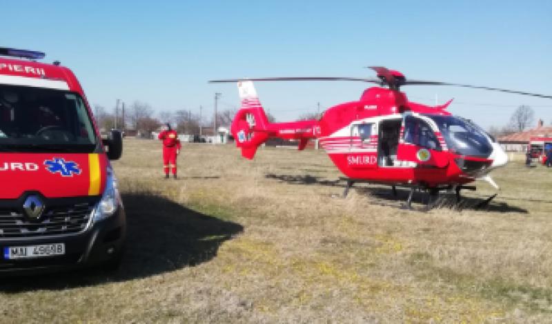 Bărbat în stare critică preluat de elicopter SMURD