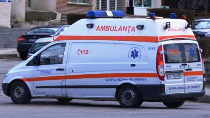 Bărbat la spital, după ce a căzut într-un canal și s-a sufocat cu noxe