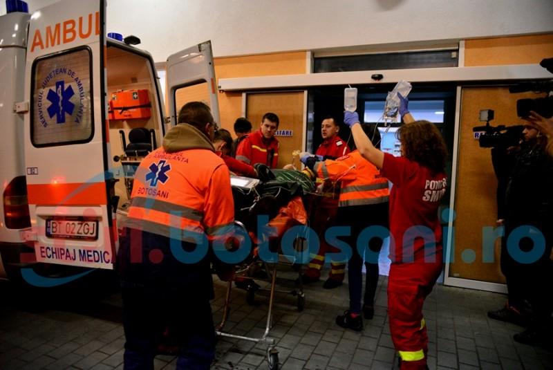 Bărbat lovit de un microbuz, din cauza vizibilității reduse! Victima este în stare gravă și a fost trimisă la Iași!