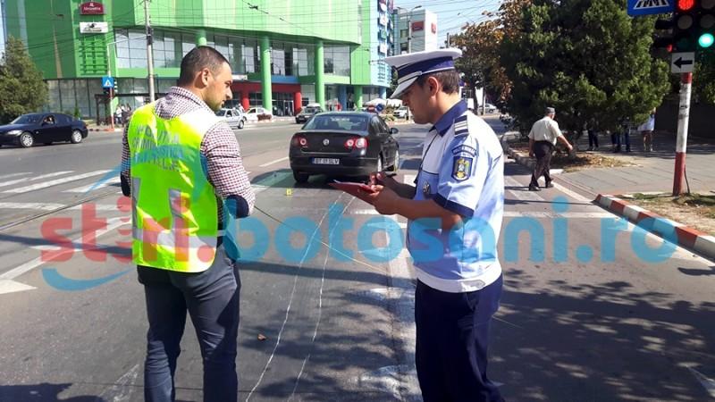 Bărbat lovit pe trecerea de pietoni, după ce ar fi trecut pe culoarea roșie a semaforului! FOTO