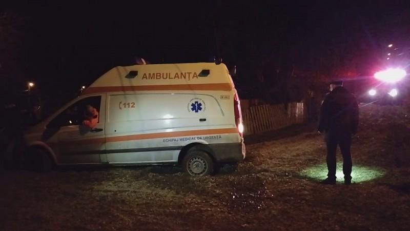 Bărbat trimis la Iași în stare critică, după ce a căzut din picioare