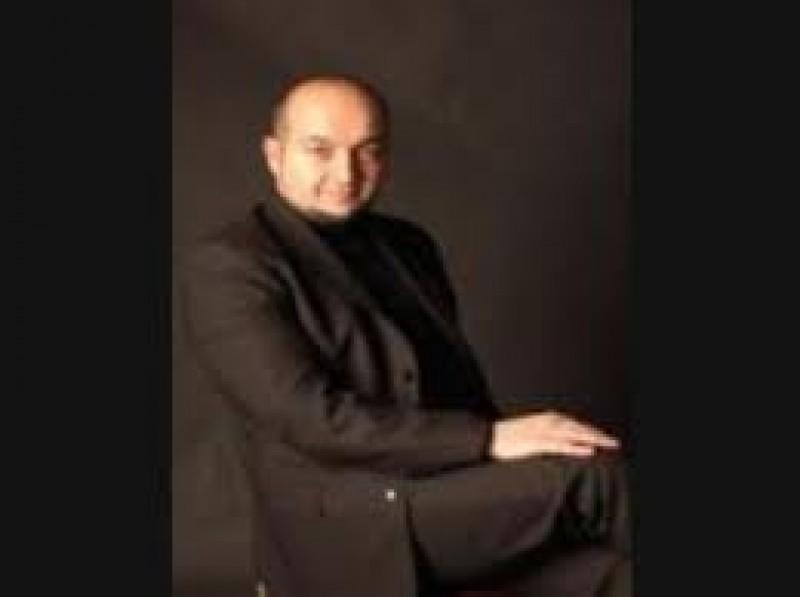 Baritonul Lucian Petrean si dirijorul Adelin Cătinean, pe scena Filarmonicii Botoșani! VIDEO