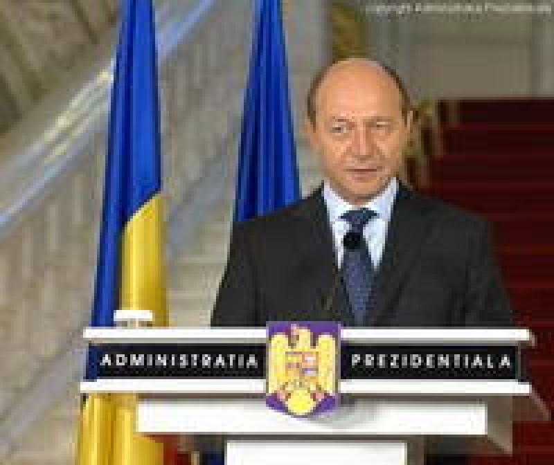 Basescu a transmis spre avizare proiectul de revizuire a Constitutiei