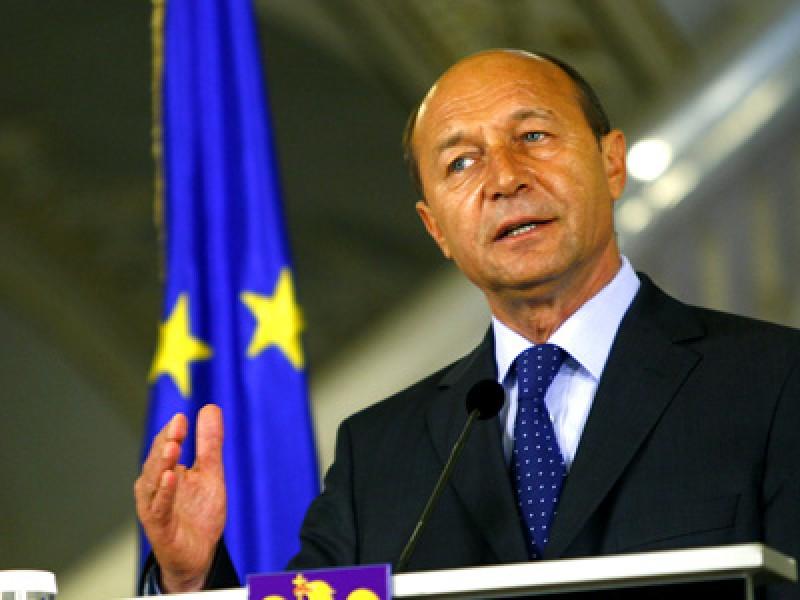 Băsescu vrea referendum pentru Parlament unicameral simultan cu prezidenţialele