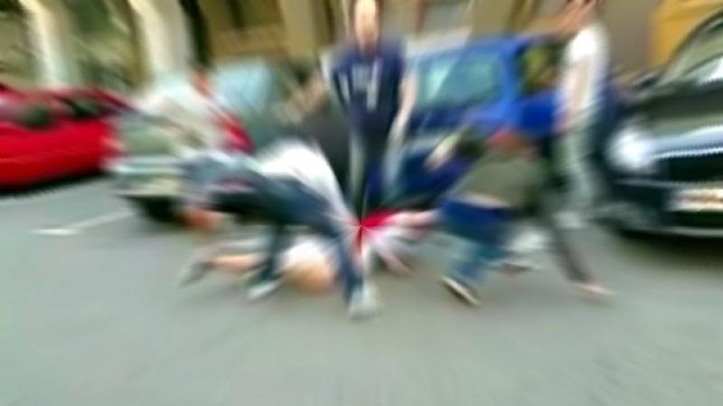 Bătaie în plină stradă oprită cu girofaruri de polițiști la Ștefănești