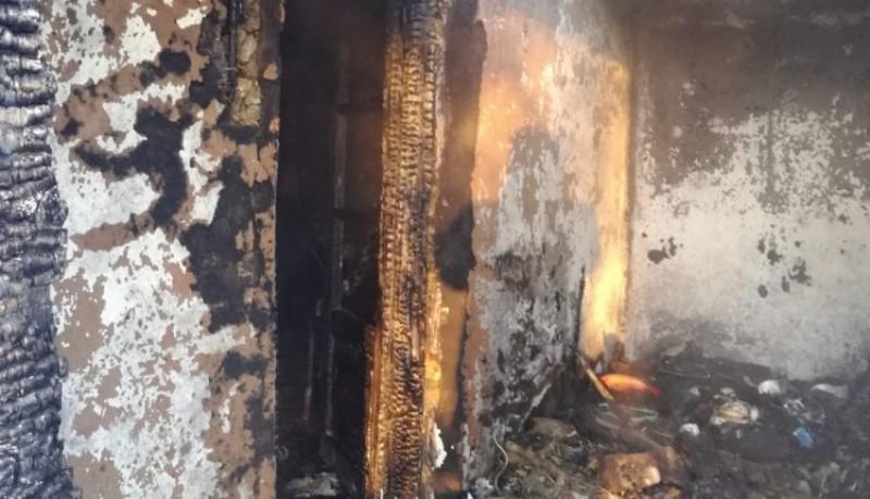 Bătrână arsă de vie, după ce casa i-a fost mistuită de flăcări! FOTO