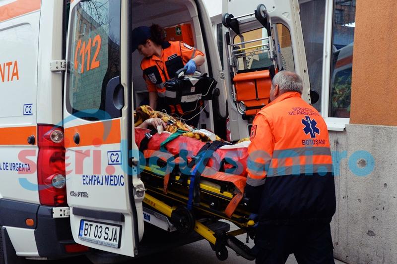 Bătrână în stare gravă, după ce a fost acroșată pe trecerea de pietoni de către un șofer de 64 de ani