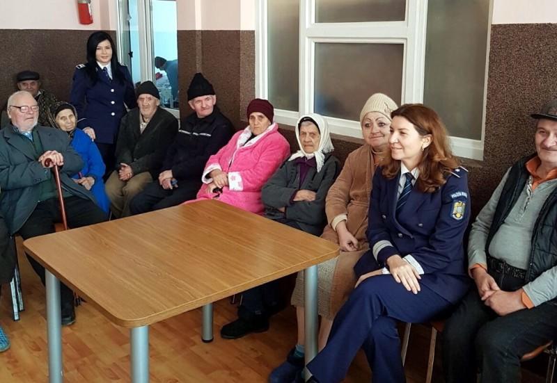 Bătrânii din Căminul Trușești, colindați de polițiști