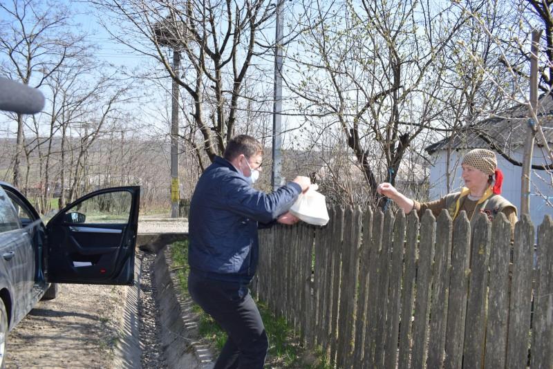 Bătrânii unei comune din Botoșani primesc, zilnic, mâncare caldă oferită de Primărie