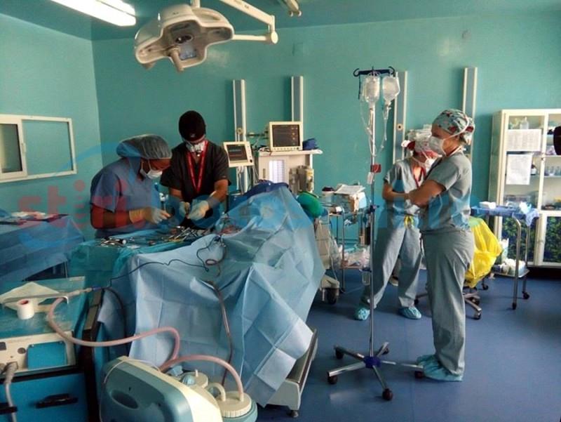 Bebeluș de două luni operat de medicii americani