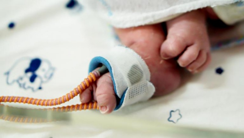 Bebeluș luat de lângă mamă: Medicii s-au îngrozit când au văzut cum arată copilul!