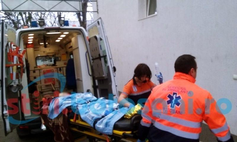 Bebeluș suspect de meningoencefalită, transportat la Iași
