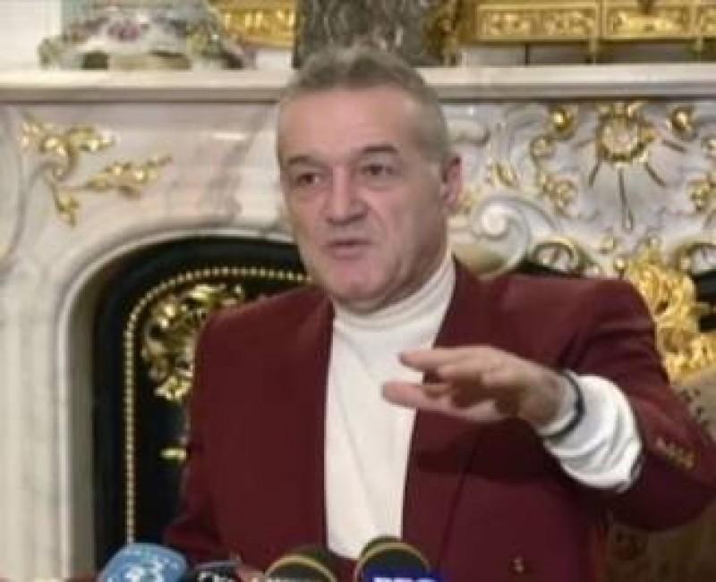 """Becali, despre episodul """"telefonul"""" de pe banca FCSB, în timpul meciului cu FC Botoșani: """"Nu vă permit! Nu vă interesează!"""""""