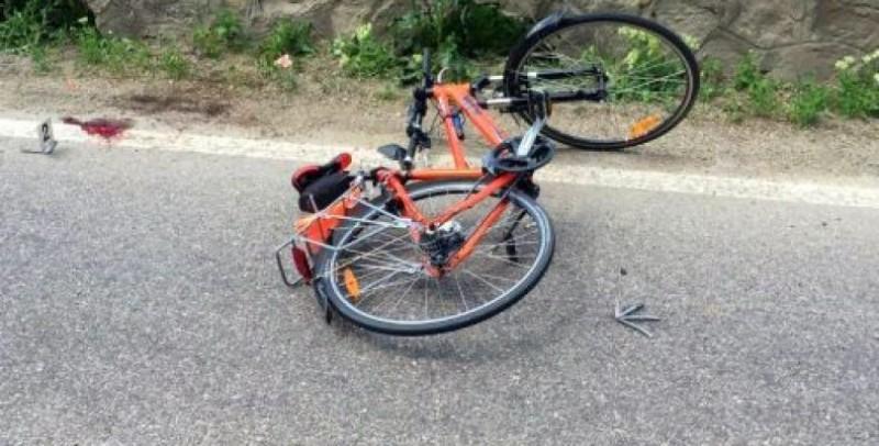 Biciclist ajuns în stare gravă la spital după un eveniment rutier
