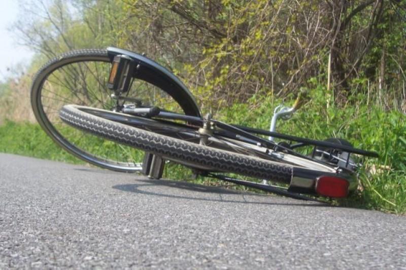 Biciclist aproape de comă alcoolică la spital, după ce a intrat în șanț