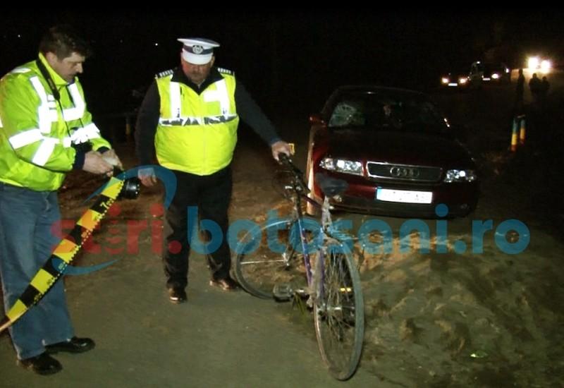 Biciclist transportat la spital, după ce a fost acroșat de o mașina! FOTO