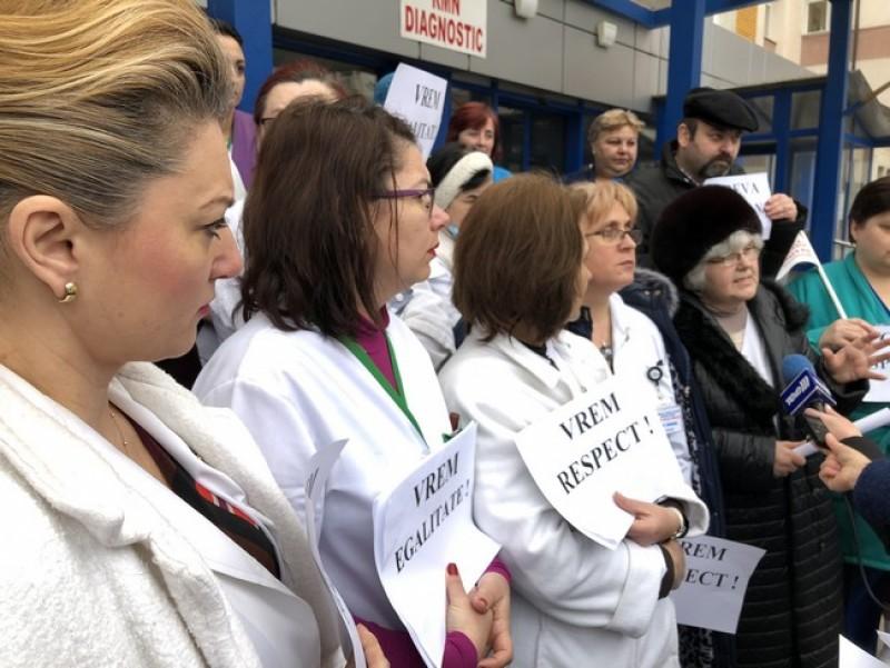 Biologii, chimiștii și biochimiștii din sistemul sanitar protestează la București!