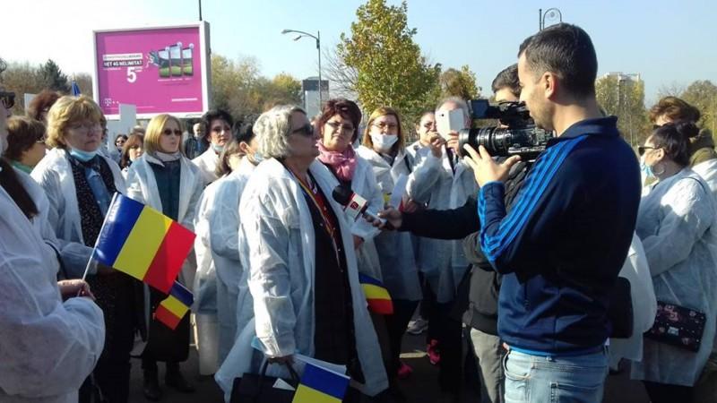 """Biologii și chimiștii din sistemul sanitar au ieșit în stradă: """"Parafa ne apropie de medici!"""""""