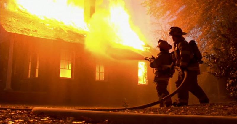 Biserică din județ cuprinsă de flăcări (fotogalerie)