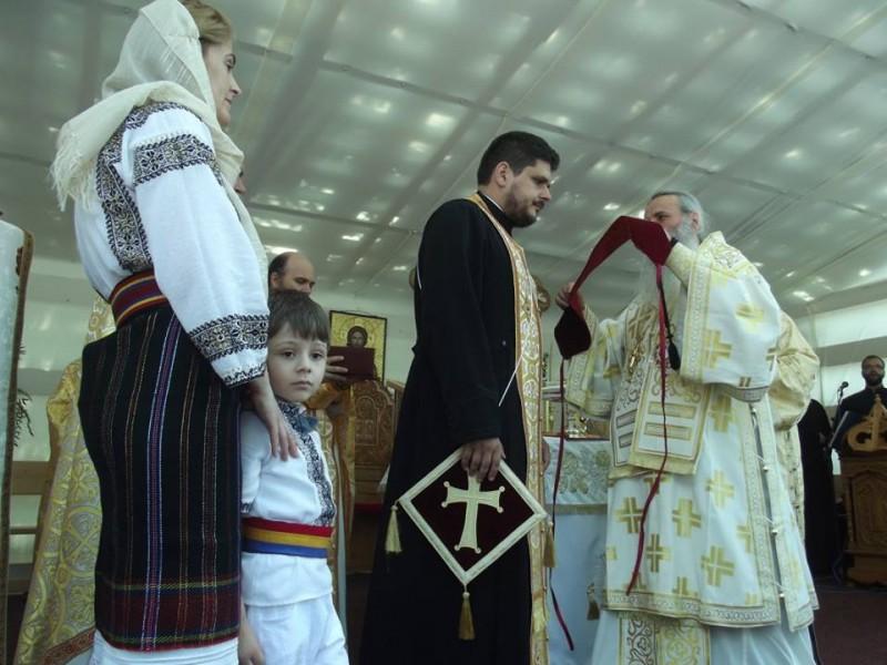 """Biserica """"Sfântul Ioan Iacob"""" din Botoşani, sfinţită de IPS Teofan în prezenţa a sute de credincioşi! FOTO"""