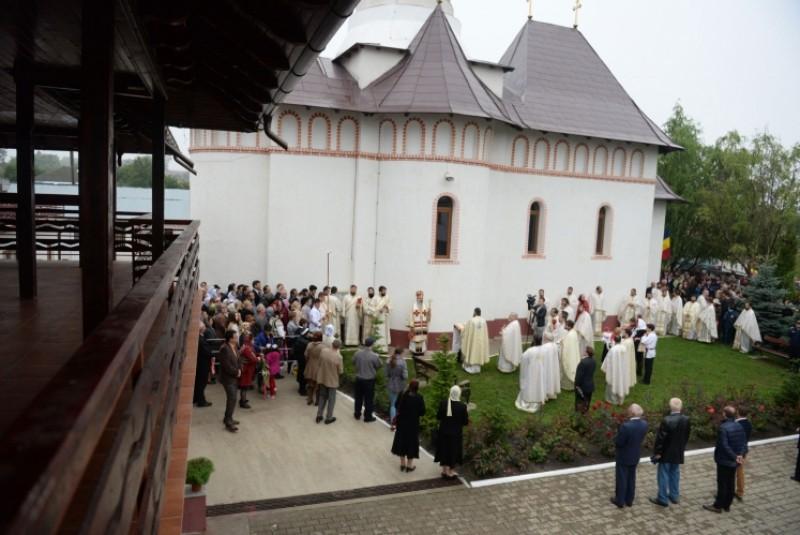 """Biserica """"Sfântul Proroc Ilie"""" din Dealul Mare, sfinţită în prezența IPS Teofan!"""