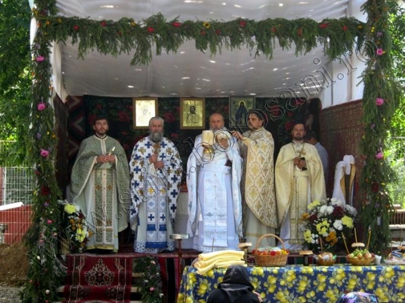"""Biserica """"Sfantul Ioan Iacob"""" din Botosani si-a cinstit ocrotitorul-FOTO"""
