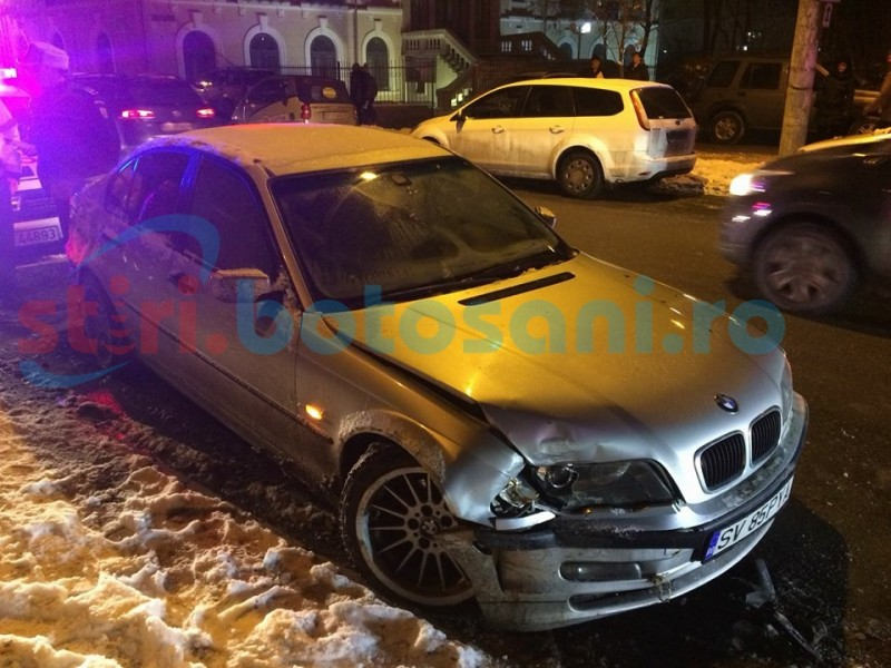 BMW condus de un bărbat beat, pe contrasens! A lovit trei maşini! FOTO