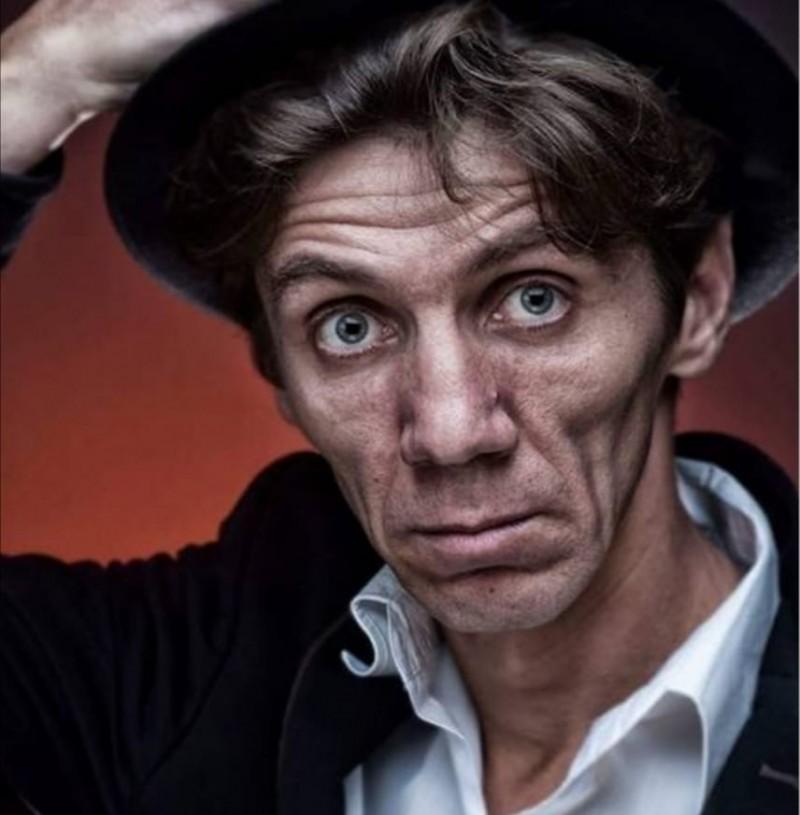 """Bogdan Horga, actor al Teatrului """"Mihai Eminescu"""", împlinește astăzi o frumoasă vârstă"""
