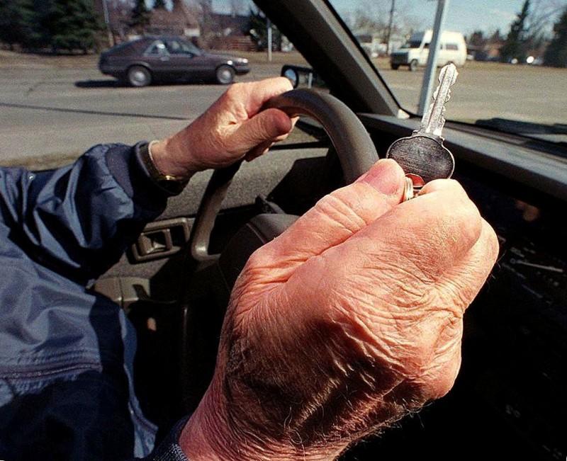 Bombă cu ceas: Jumătate de milion de șoferi au peste 70 de ani!