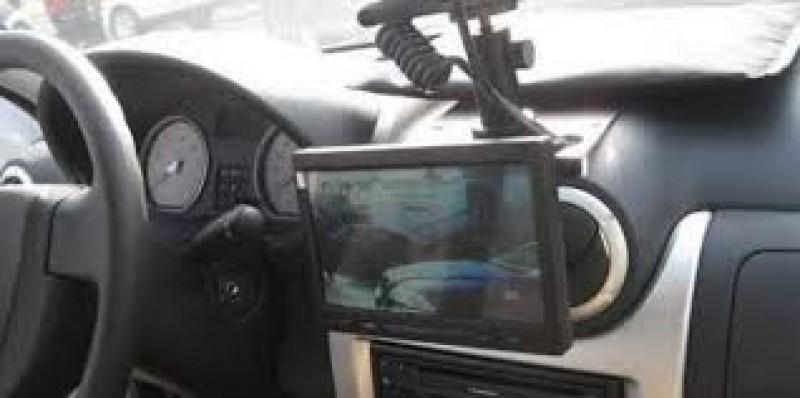 Botoșănean cu BMW, cu permisul suspendat, prins conducând cu 208 km/h!