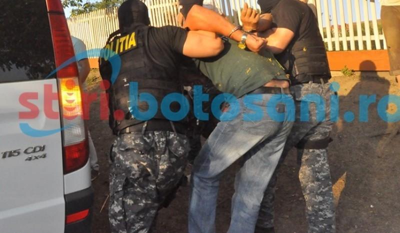 Botoșănean dat în urmărire pentru sex cu minori și contrabandă, prins după ce a furat de la o fermă!