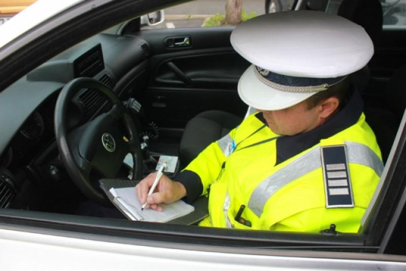 Botoșănean depistat circulând la volanul unei mașini cu nereguli