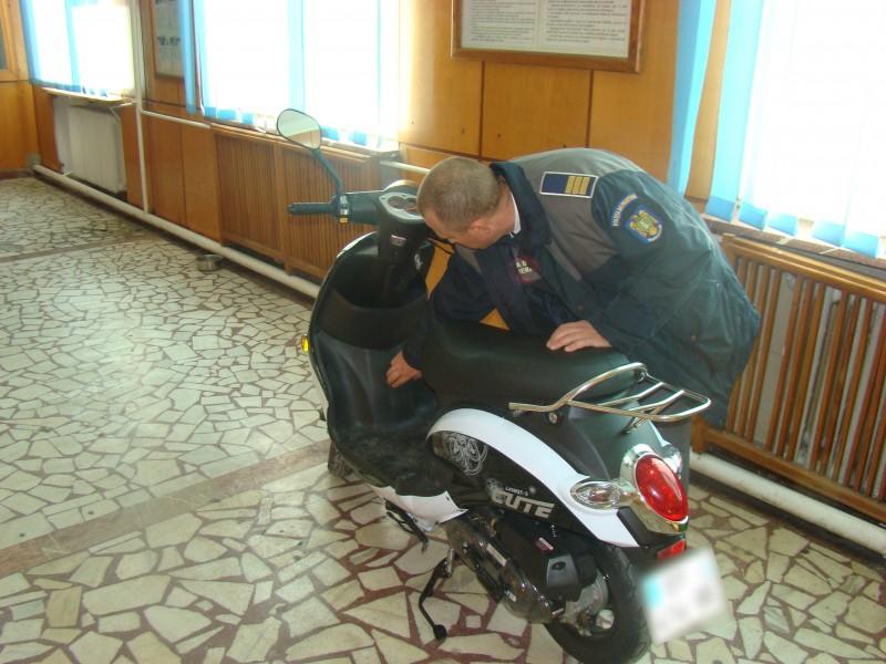 Botoșănean depistat la graniță cu un moped furat din Franța!