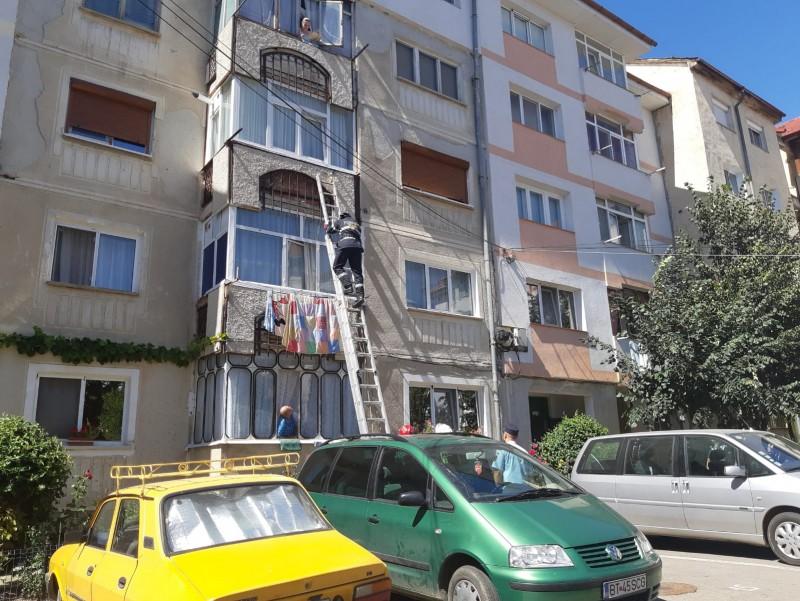 Botoșănean găsit mort în casă: Pompierii, chemați să deblocheze ușa!