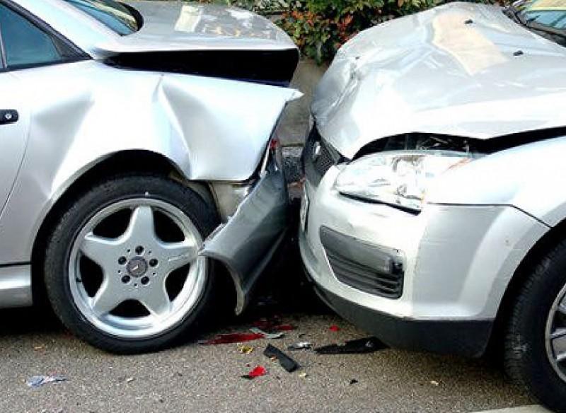 Botoșănean implicat într-un accident produs de o șoferiță din Fălticeni. O persoană a fost rănită!